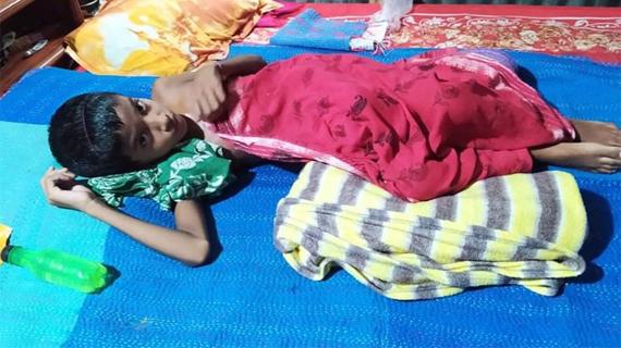 ভাঙ্গুড়ায় অর্থাভাবে বিনাচিকিৎসায় ভুগছে স্কুলছাত্রী নুপুর